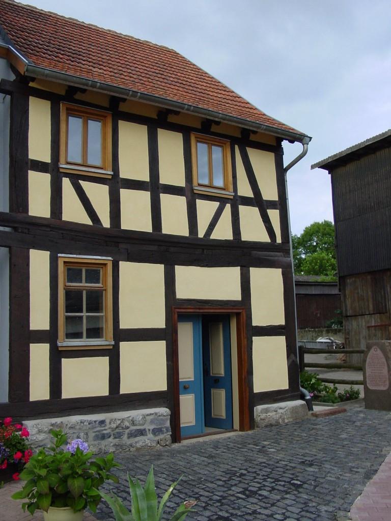 Restauriertes Synagogengebäude in Kestrich